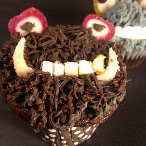 A cupcake on Elm Street (Set of 12)