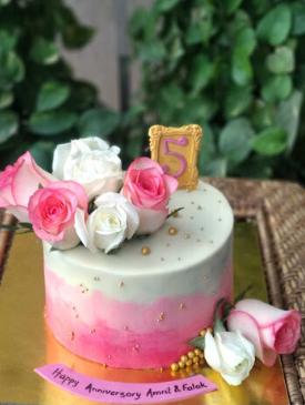 Fresh Roses Anniversary Cake