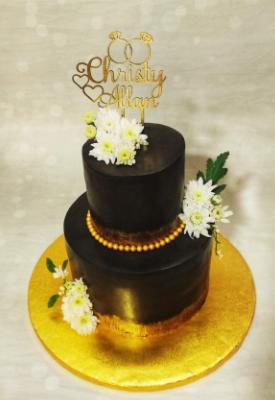 Fresh Daises Chocolate Wedding Cake