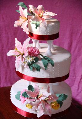 Stargazer Lilies & Roses Wedding Cake